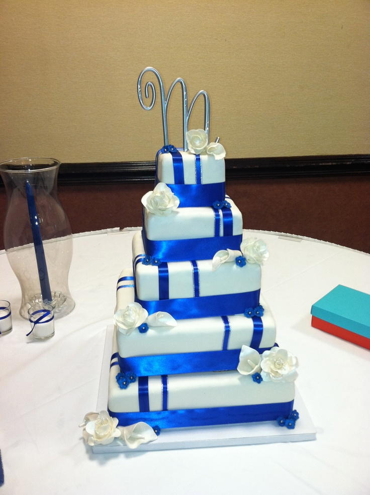Wedding Cake Designs Blue And White : Royal Blue and White Wedding Cake My dream wedding ...