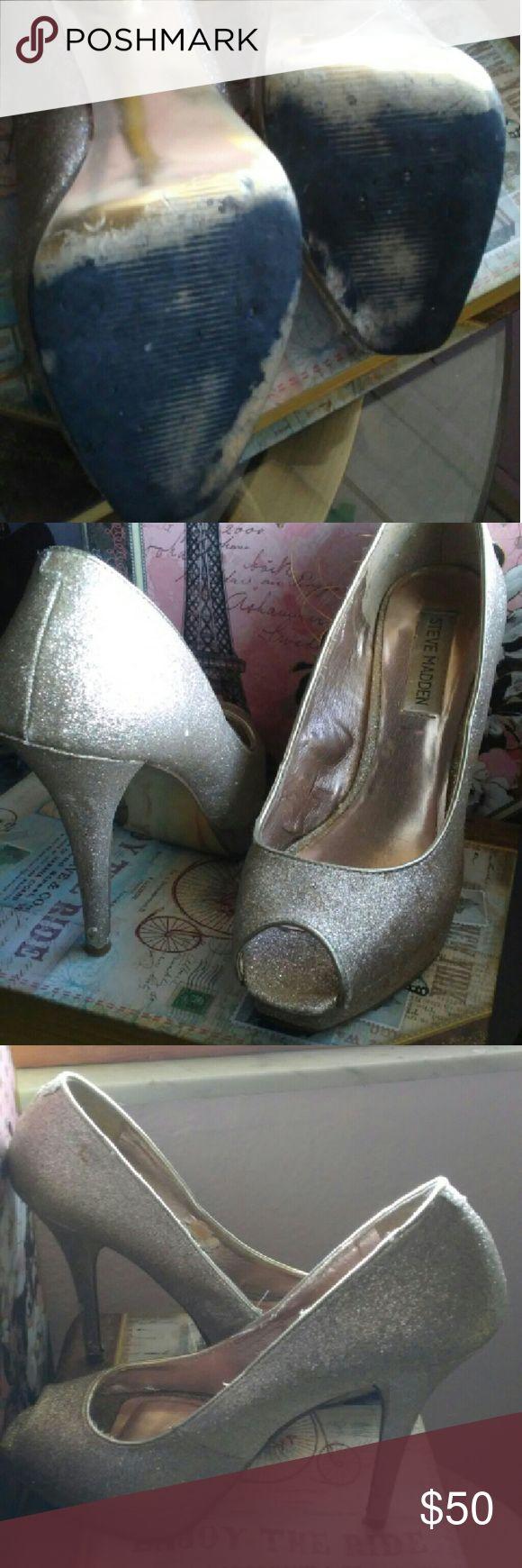 Steve Madden open toe gold glitter pumps Used. Light tear on inside. In good conditon. Shoes Heels