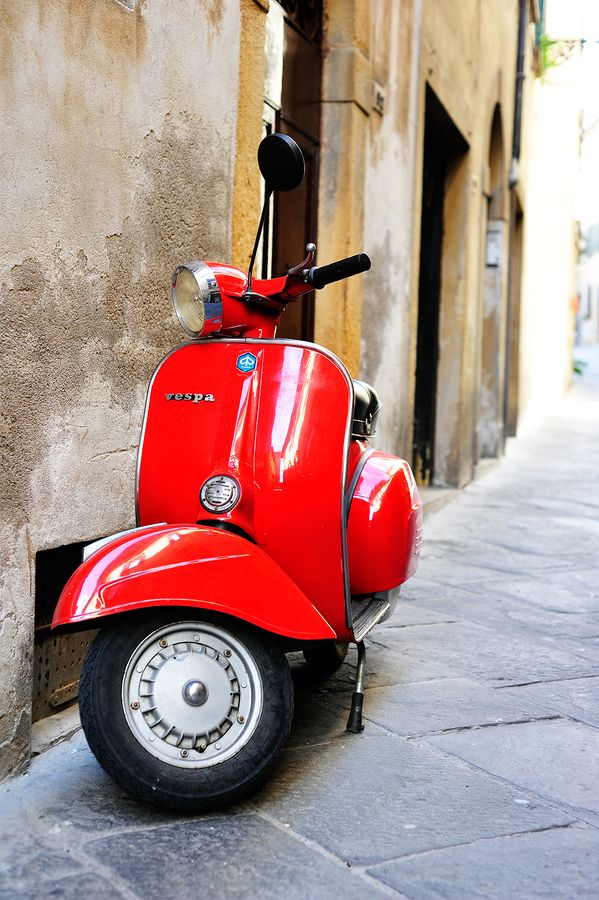 vespa:  These are all around Florence, Italy! Fune!