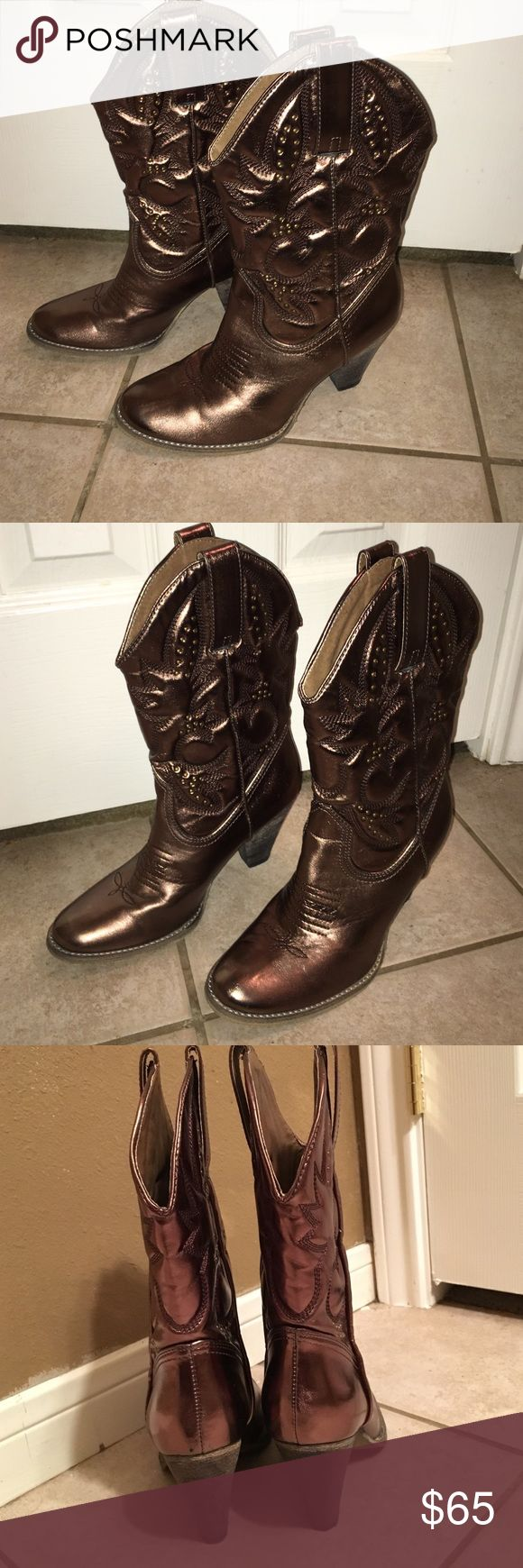 Gold women's western boots Women's gold western boots. Almost a bronze color. They look very nice with a pair of jeans, cutoff shorts, skirt or long dress. Size 8 and go halfway up the calf. Very comfortable to walk in. Only worn once. In perfect condition Shoes Heeled Boots