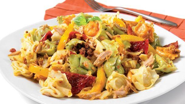 Tortellini au pesto de tomates séchées | Recettes IGA | Pâtes, Tomates, Recette rapide