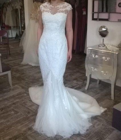 Vends superbe robe de mariée blanche, coupe sirène, moulante, taille 36-38. Le modèle s'appelle Halewyn et vient de la collection 2014 San Patrick by Pronovias(par rapport aux photos, la traîne a été raccourcie). Cette robe est dans un état vraiment impec