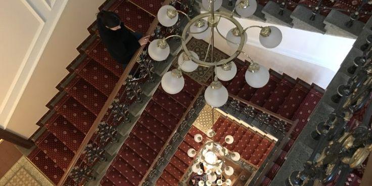 Seven Days Hotel en Praga es uno de esos lugares que te transportan a otras épocas. La elegante decoración del hotel hace que te sientas en un universo paralelo dentro de Praga, donde tu comodidad es lo principal. El hotel se encuentra en una zona muy segura cerca de estaciones de bus y de puntos turísticos, por lo que puedes caminar a la redonda y asombrarte de la hermosa arquitectura de la ciudad. La atención del personal del hotel es muy buena, siempre están al pendiente de lo que…