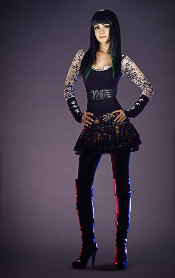 More inspiration for Haedyn. Really dig the character, Kenzie's fashion sense in the show. (Ksenia Solo as Kenzie in Lost Girl)