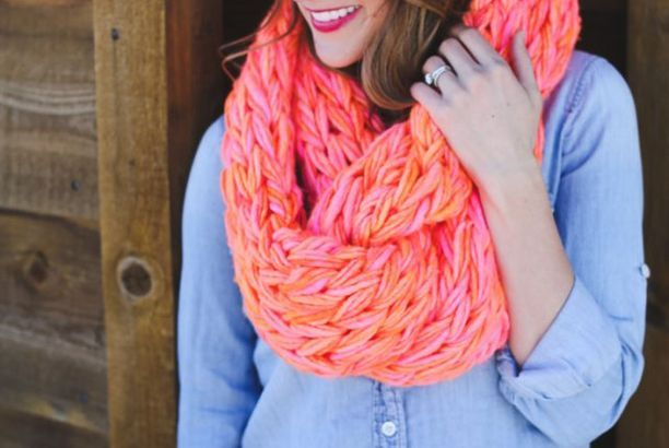 Arm Knitted Neon Scarf + A Giveaway