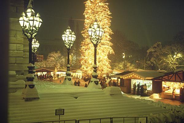 Vienna christmas market christkindlmarkt photo by for Best hotel in vienna for christmas
