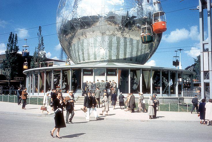 Atomium • Permanent exhibition [from Symbol to Icon] • #atomium #bruxelles #brussels #brussel #expo #exposition #expo58 #58 #exhibition #tentoonstelling world fair #atomium #star #ster #etoile #fifties #atomic #atomicage #design #top #art #kunst #atomium #brussels #worldsfair #googie #midcenturymodern #midcentury #retro #atom