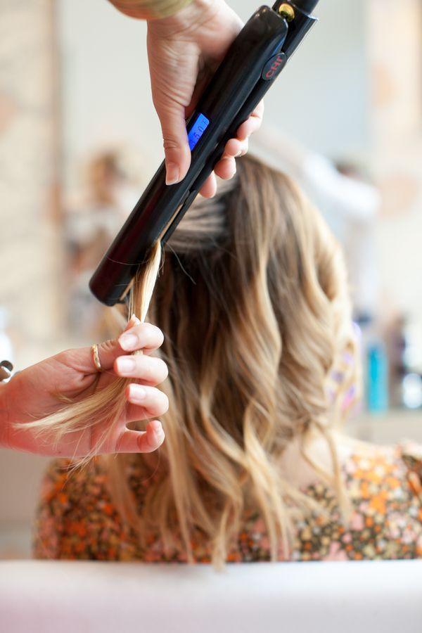 忙しい女性には時短テクニックは欠かせませんよね。時間のない朝のスタイリングを、グンと楽にしてくれる「くる巻きジェンヌ」って知っていますか?寝ている間にくるくるな巻き髪をつくってくれる、優秀アイテムなのです。