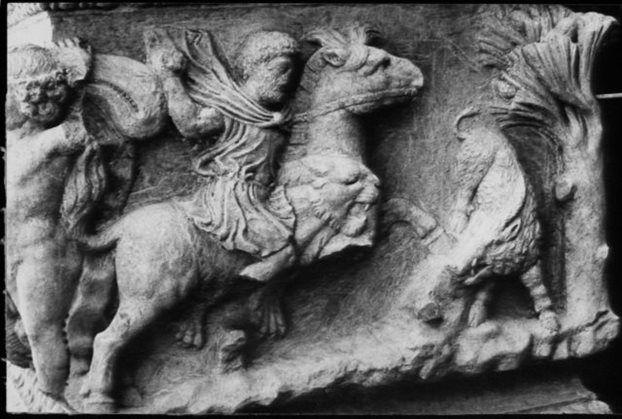 Επιστρέφει στην Ελλάδα τμήμα μαρμάρινης σαρκοφάγου του 200 μ.Χ που είχε κλαπεί