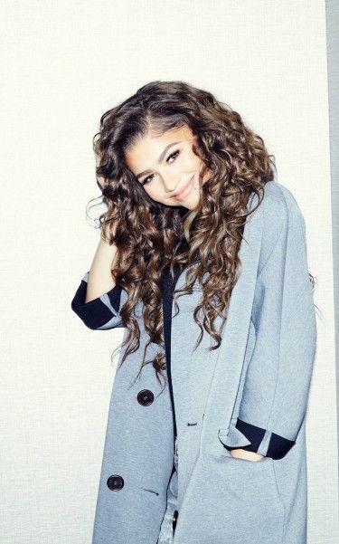 @innavalerio Zendaya curly brunette hair and sky blue trench coat.
