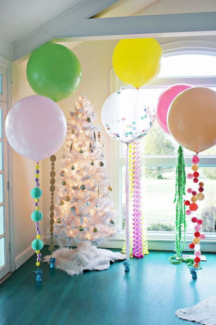 5 cute balloon ideas for holiday party decor! Working with @balloontime