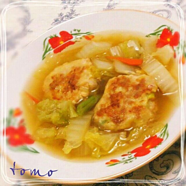 冬になると時々作る中華味のスープです。今回は白菜の他に人参、いんげんも入れました。肉団子は中火で表面をこんがり目に焼くと 煮くずれません。子供達も肉だんご入りなので 満足気ですσ(*´∀`*) - 266件のもぐもぐ - 白菜と肉団子スープ by macaronT
