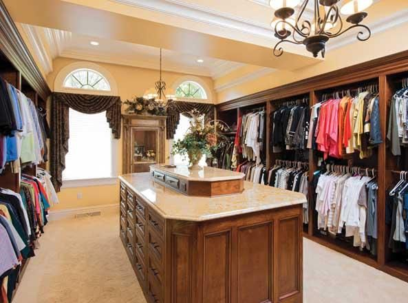 Huge Walk In Closet Wise Investments Pinterest