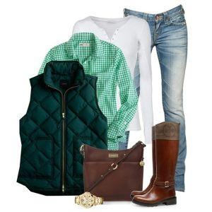 С чем носить коричневые сапоги: джинсы и зеленая рубашка
