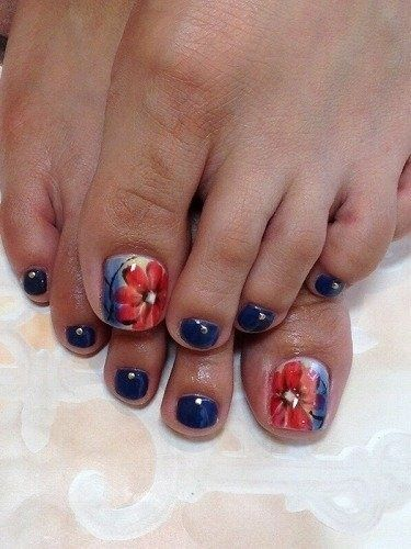 I would do a matching red instead of blue for the other nails, tho'.