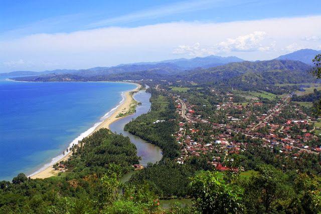 Kawasan Objek wisata puncak Bukit Langkisau yang terletak di pinggir koto Painan dengan ketinggian sekitar 500 meter dari permukaan laut mengundang decak kagum para wisatawan akan keindahannya