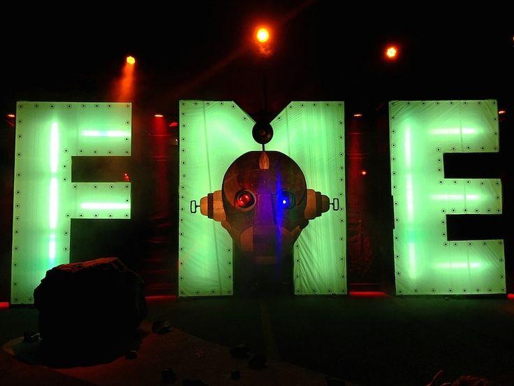 L'installation du Festival de Musique Émergente sur la 7e rue à Rouyn-Noranda en Abitibi-Témiscamingue pour l'édition 2014