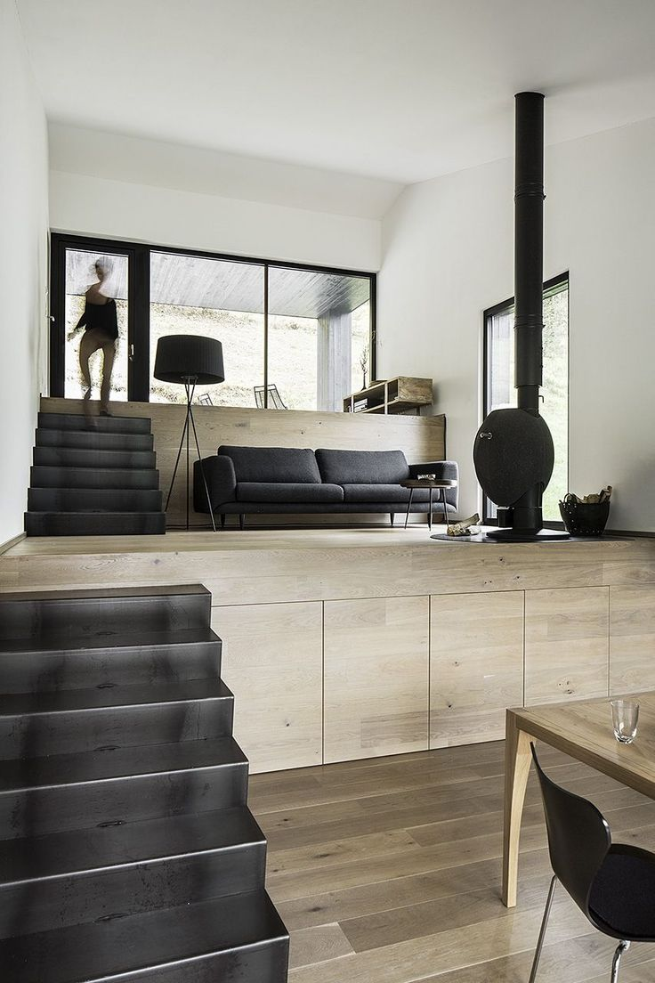 Black and light wood finishes make up the monochromatic palette on the interior, the stairs are a visual link with the exterior.