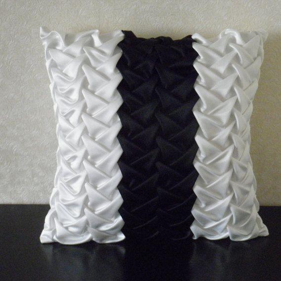 Smocked seda negro blanco rayas almohada cojín por SweetPillow4you