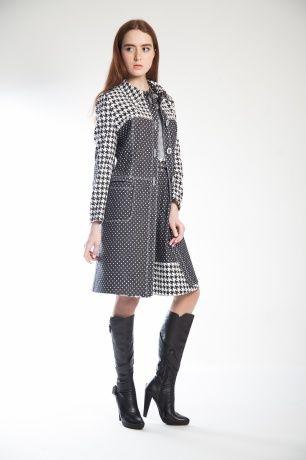 Осеннее пальто из денима в классических принтах, в контрастном чёрно-белом сочетании.Модель приталенного силуэта,втачной рукав, воротничок, застегивается на ряд крупных пуговиц. В комплекте прилагается ремень.#SvetlanaBekareva