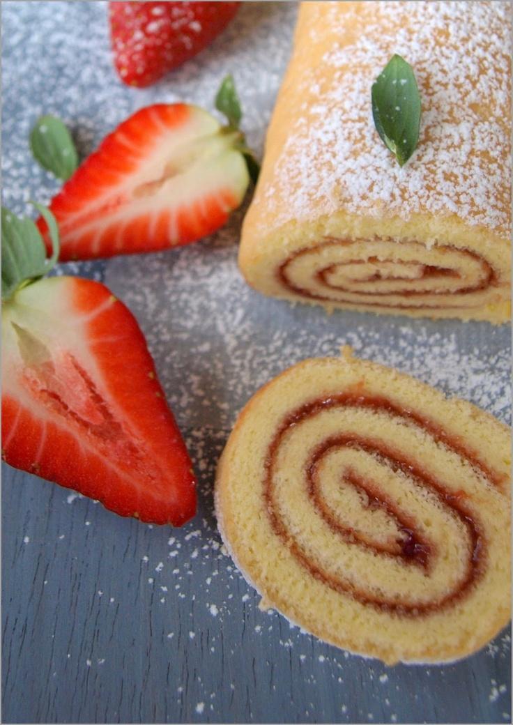 Flor de canela: Brazo gitano con mermelada de fresa ★  receta - lo horneas super rápido . #brazo gitano #cake roll #jelly roll