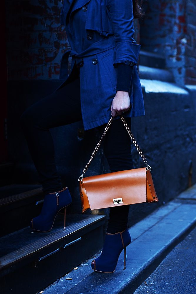 Chain Bag No. 5 - Veg Tan. Divinely simple.  100% organic vegetable tannery cow and buffalo leather. Raw leather interior, tanned leather exterior. 34cm x 19cm x 10cm  includes removable shoulder chain and small, white leather sleeve. 100% designed and hand-made by Hob in Bangkok, Thailand.
