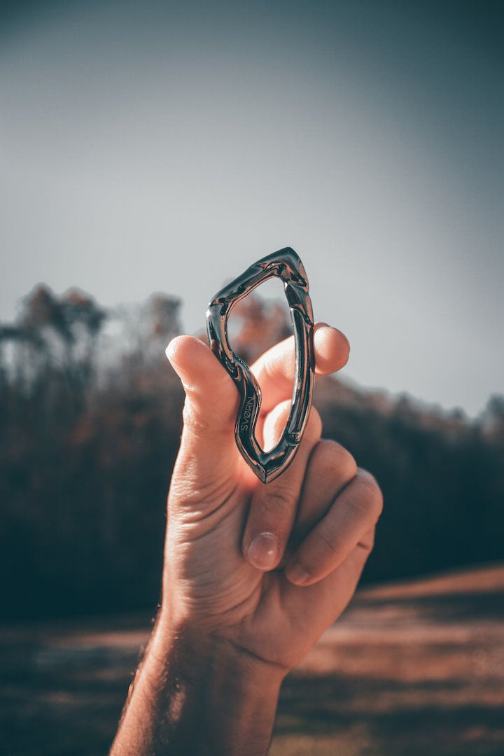 We believe that we should put great care in everything we create, no matter how small that is. //  Arcus carabiner | $39.95 //  Discover more at www.svorn.net  #edc #carabiner #xmasgift #gear #mensgift #giftformen #giftman #mangift #giftforhim #keychain #design