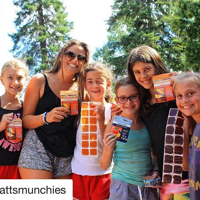 Is your tummy ( and your teeth 😬) needing you to take a break from your #Halloween candy 🍭 , but you still want something sweet?  Maybe this weekend it's time to take a break from the treats and have some delicious healthy snacks like @mattsmunchies !!! We love this dried fruit snack on the sunny shores.. one of @margotperlmutter 's many amazing junk food alternatives! 🍭🌞😬🎃🍎🍊🍓#summercamp #AlgonquinPark #tamakwa2017 #tamakwaspirit #eatclean #healthysnack #mattsmunchies