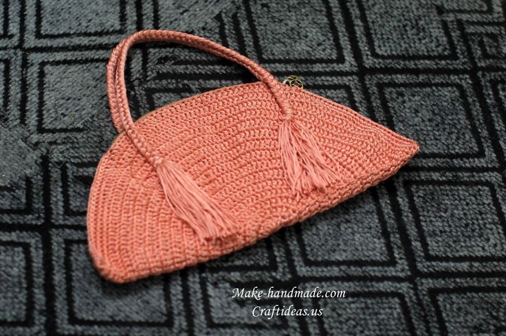 crochet circle bag. fibs and fabs Pinterest