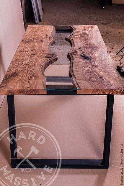 Дизайнерский стол из цельных слэбов горного ильма, стекла и металла. Стол сделан вручную в мебельной мастерской Хард Массив, Москва.