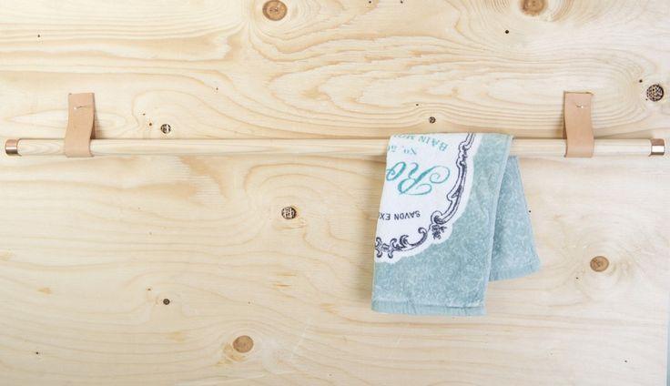 Handdukshållare via Berghammar. Click on the image to see more! -Handdukshållare i trä, läder och koppar-
