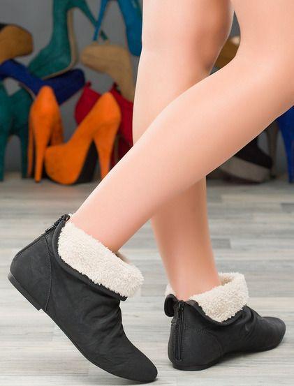 Γυναικείες μπότες  • Κατασκευασμένο από δέρμα • Φερμουάρ στο πίσω μέρος του μοντέλου • Με επένδυση από γούνα • Επίπεδη σόλα #shoes #koketa #fashion