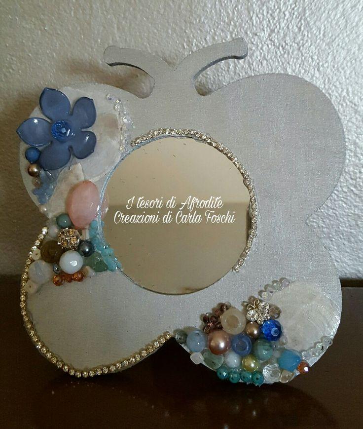 Specchio gioiello di legno con cristalli,pietre dure e non,strass,perline ed elementi decorativi in legno e metallo