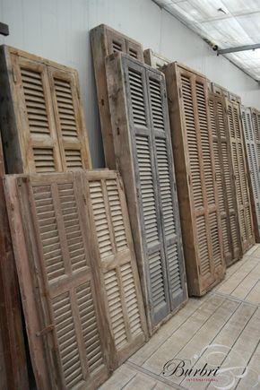 Oude kozijnen met louvre deuren - Oude bouwmaterialen - Burbri