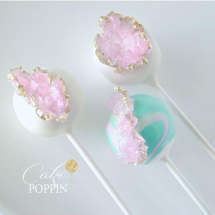 Cake Pops, die funkeln und funkeln wie Edelsteine und Mineralien. Cake Pops in …   – Hochzeitstorten & Co.
