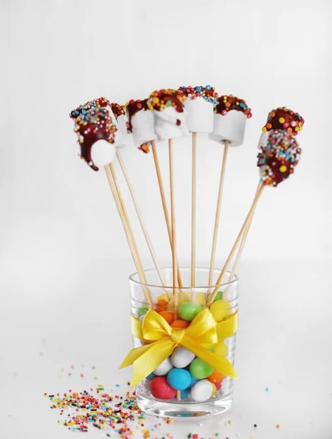 Mit diesen leckeren Imbissen kann man perfekt Geburtstag feiern - Mäusespeck Lutscher