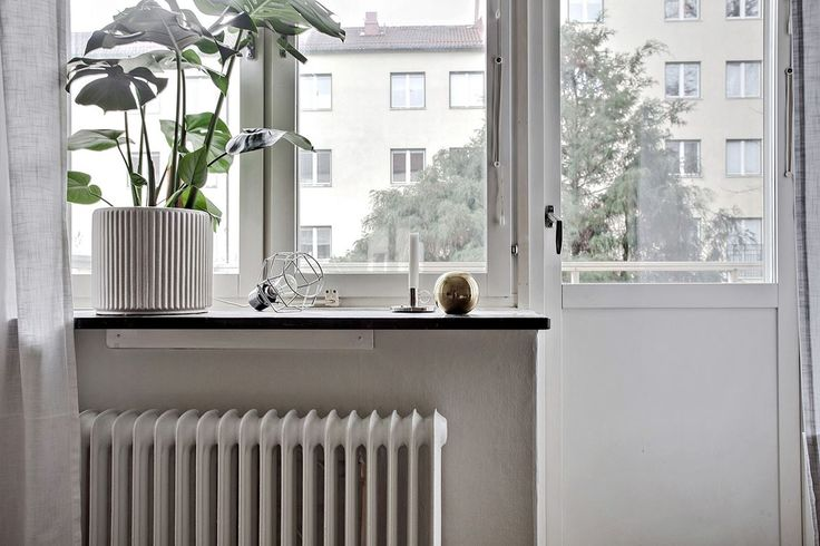 Det skyddade läget mot föreningens grönskande trädgård bidrar till en rofylld känsla i bostaden. Eklandagatan 54C - Bjurfors
