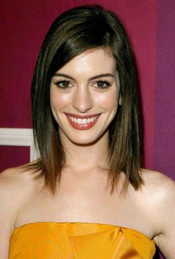 Latest Popular Lob Long Bob Hairstyle For Young Ladies This Is A Great Lob Hairstyle For Medium To Th Short Hair Style Photos Celebrity Short Hair Hair Styles