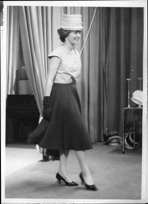 1950-luku  http://www.vads.ac.uk/large.php?uid=75918