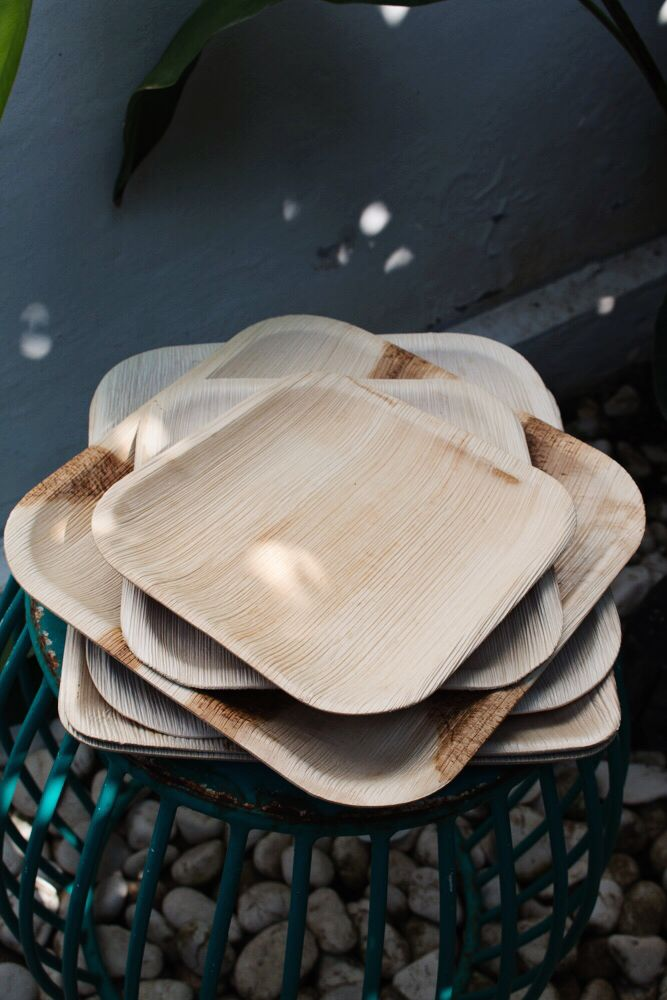 How gorgeous are these disposable palm plates for the next BBQ? These plates are biodegradable and compostable, which make them an excellent eco-friendly substitute for products made from foam and plastic.