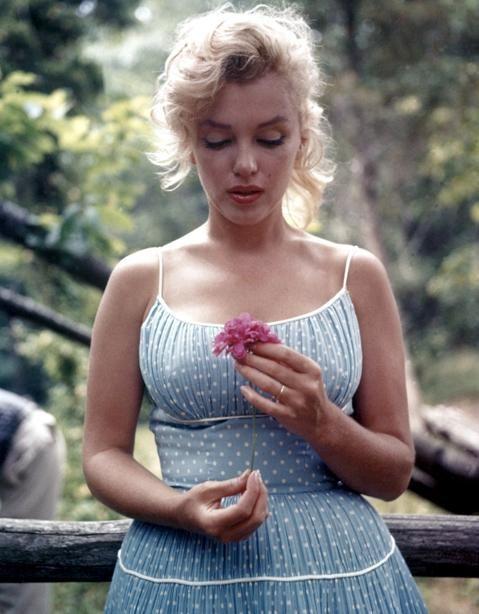 Vintage Hollywood Fashion Inspiration