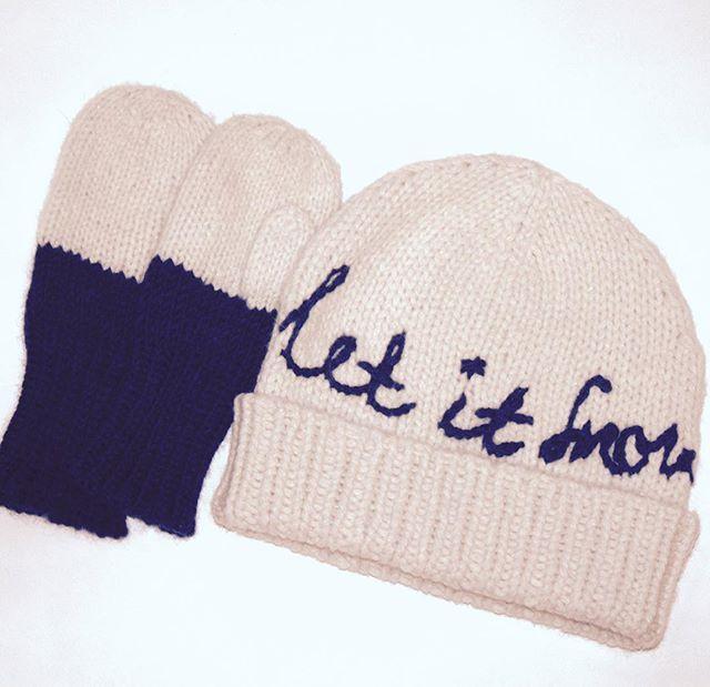 ❄️❄️❄️ #letitsnow #winter #fashionkids #hat #mitts #set #etsy #hatsandotherstories #kn...
