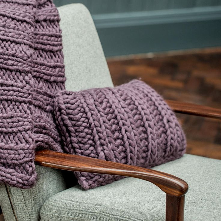 Our ultimate chunky wool mauve cushion featuring oversized weave. This luxurious mauve cushion will decorate any room.  Composition 100% Wool.  Dimension 40x28cm  https://www.makeruem.com/throws-and-pillows/mauve-chunky-wool-knit-cushion