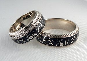 Обручальные кольца с эмалью и инициалами на заказ