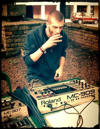'Lenistwo'  Me behind a Roland MC 909