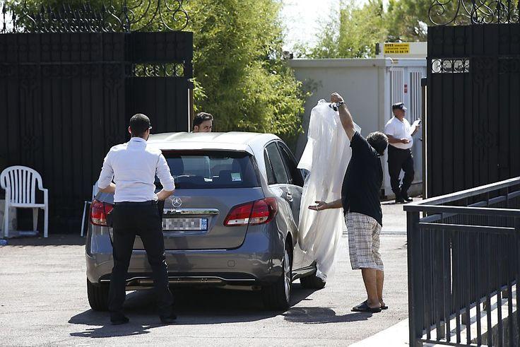 De garderobe van koning Salman van Saudi-Arabië wordt ingeladen. De koning eiste tijdens zijn vakantie in Frankrijk het strand voor zichzelf op. Na ophef is hij vertrokken. Meer op www.rd.nl/1.930053.