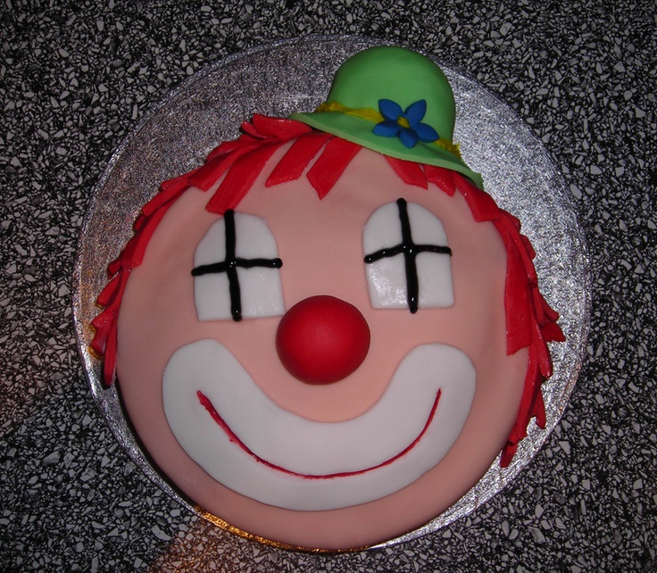 simple clown cake