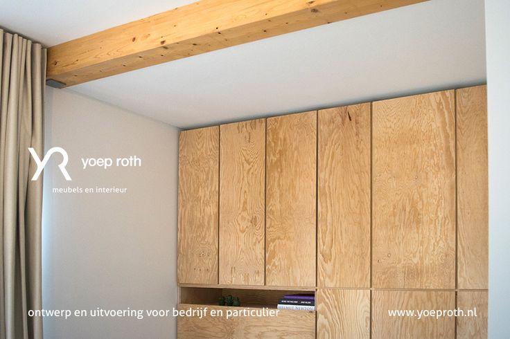 wandmeubel voor in de werkruimte, de klep linksonder kan worden uitgeklapt naar een werkblad. Naar aangeleverd ontwerp gemaakt.