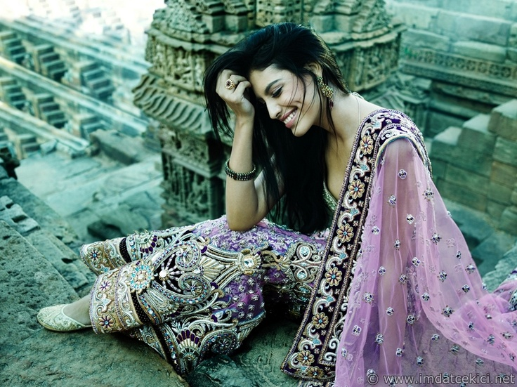 Lavender Bridal Outfit – Gorgeous color and detail! #southasianbride #southasiancouture