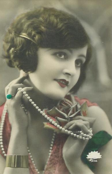 flapper girl | pinned via alexander h.
